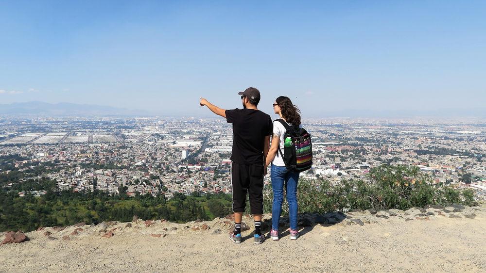 """Blick von der """"Pyramida de Fuego Nuevo"""" in Iztapalapa, Mexico City"""