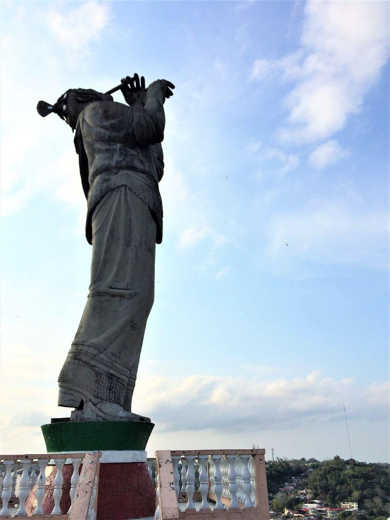 Papantla Volador Statue web - Veracruz - Auf den Spuren der Vanille in Papantla
