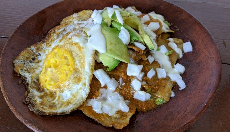 Chilaquiles rojos - Rezept für vegetarische Chilaquiles rojos