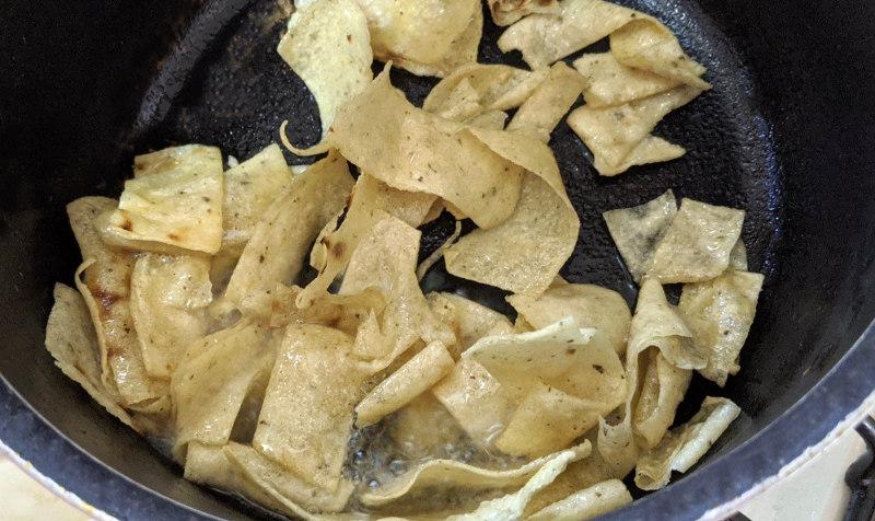 Fried tortillas - Rezept für vegane/vegetarische Sopa de Tortilla