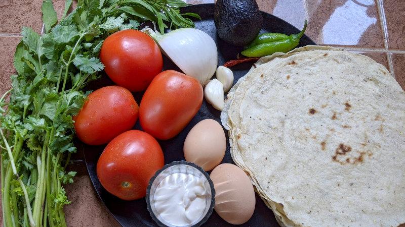Zutaten - Rezept für vegetarische Chilaquiles rojos